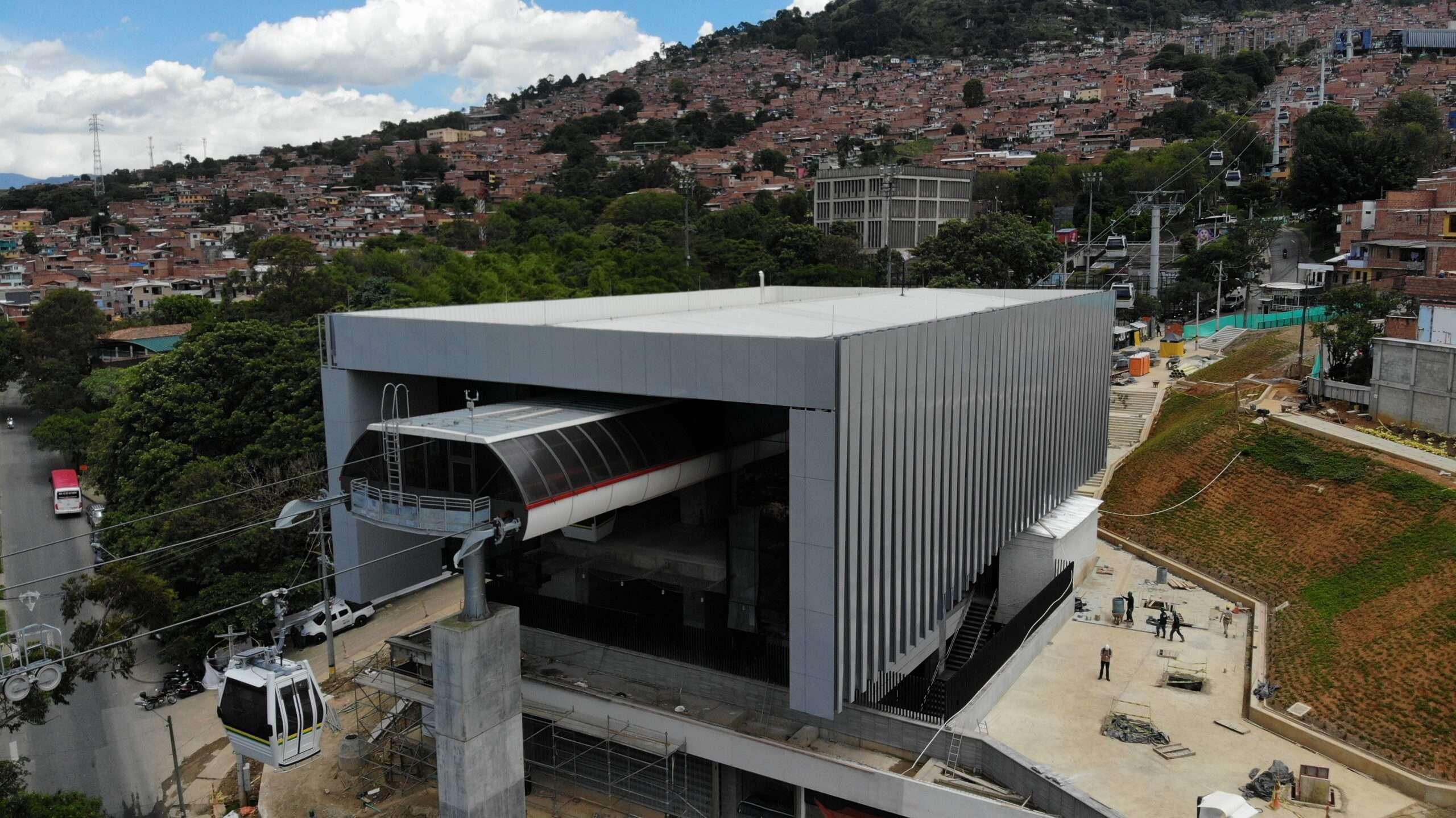 Argos presente en la construcción  del Cable Picacho en Medellín