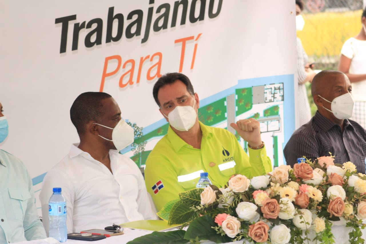 Argos Dominicana firma acuerdo para la construcción de parque central en la comunidad Boca de Nigua